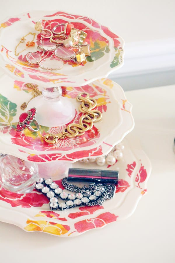 Handmade jewelry tray is an adorable DIY gift for any woman!