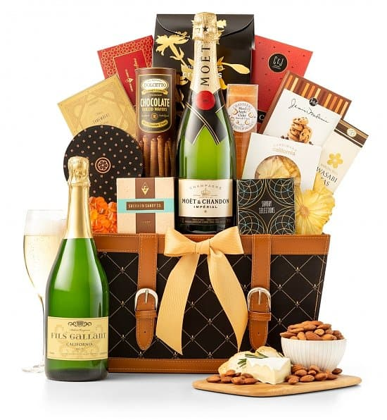 Champagne gift baskets - celebrate a milestone birthday in style by sending an elegant champagne gift basket.