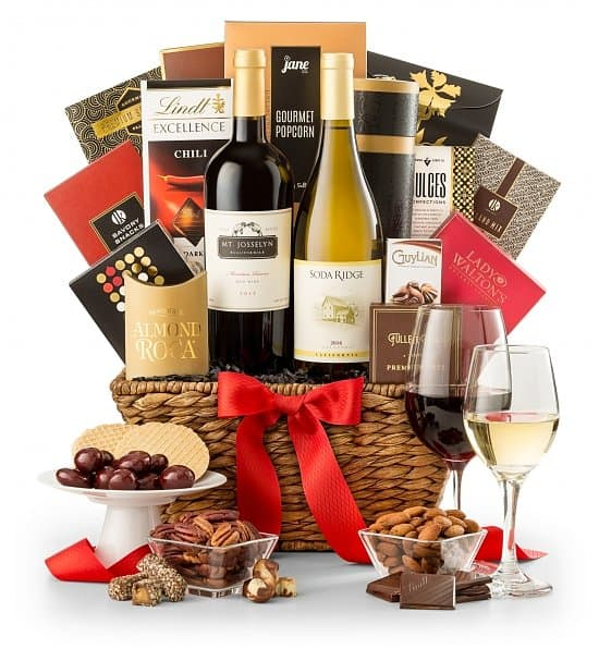 Wine gift basket - Impress someone special with an elegant wine gift basket on his or her birthday!